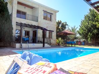 Beautiful 3 bed villa, quiet location,private pool, Argaka