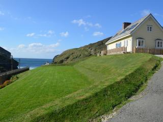 The Yellow Cottage, Trebarwith Strand