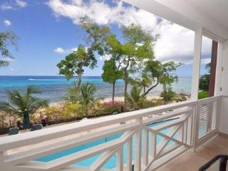 Waterfront Apartment, Paynes Bay