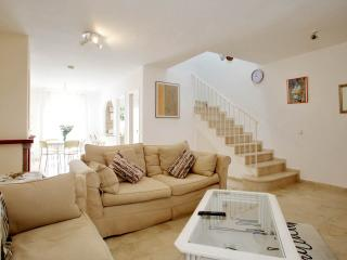 BEAUTIFUL TOWN HOUSE in BEL AIR: £100 per week REDUCED IN APRIL & MAY