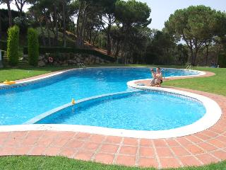 Luxury home, stunning sea views, wifi, A/C, private garden, large pool