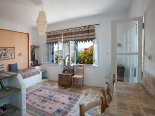 Secluded, safe yard + sea view, Stone apartment, Paros