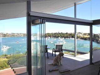 ON RIVER-FRONT! - ARCHITECT HOME - WALK TO BEACH!, Fremantle