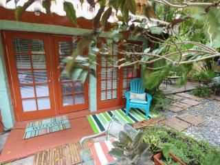 Charming Cottage Fantastic Location Close to City Center, Miami