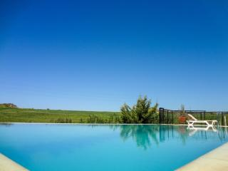 Spacious 4 bed villa, secluded, private pool, wifi