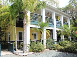 Pineapple Manor  -  Vacation Apartment 'D'