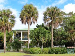 "Pineapple Manor Vacation Apartment ""B"", Melbourne Beach"