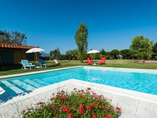 Villa Casale Dai Nonni with private Pool, Orentano