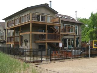 Luxury Indiana Dunes Beach Retreat: Sleeps 30!!, Gary