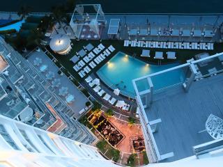 Luxury bay view Balcony Waterfront Condo