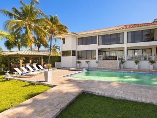 VILLA ASINA, Miami Beach