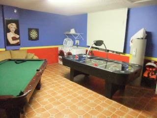4 Bed 3 Bath Disney Villa own pool and games room, Kissimmee
