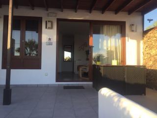 Holiday bungalow in Casas Del Sol with sea view, Playa Blanca