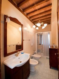 The bathrooms in the Leonardo's apartment