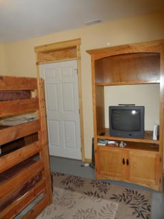Downstairs bonus room w/bunk beds and Wii - view 4