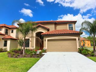 Beautiful New 6 bed Pool Home with Playstation 4, Kissimmee