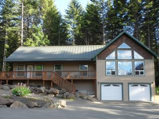 3+ bdrm/2 bath/2,184 sq. ft. w/view of Mt. Ranier, Packwood