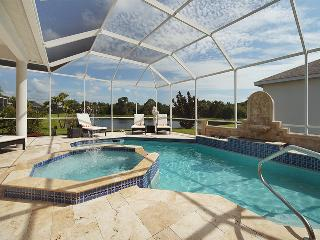 Villa Youppie southern exposure Lakefront Heated Pool!, Sarasota