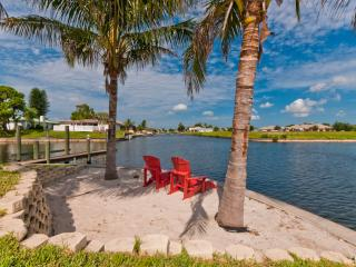 Villazo Ann Gulf access sleeps 8!! Kayaks & Private Beach., Cape Coral