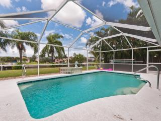 Villa Calusa - Gulf Access home sleeps 8!! Low Fall Rates ~ $89 per Nt., Cape Coral