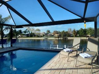 Villa Two Hearts Canal Sleeps 9!!, Cape Coral