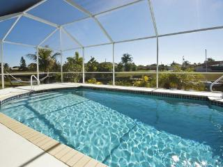 Villa Bella Vita Gulf access sleeps 6~Gulf Access Home, Cape Coral