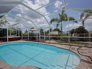 Villa Cape Escape Gulf access Yacht Club Area Pool, Spa, Tiki Hut!