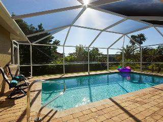 Villa Angelo ~ Southern Exposure ~ Beautiful Vacation Home!, Cape Coral