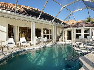 Villa Four Mile Cove ~ 10 Minutes to River! 4 Bedroom sleeps 8, Cape Coral