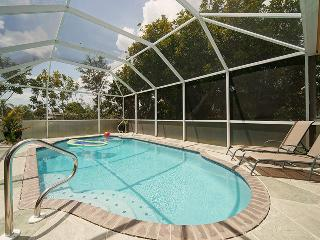 Villa Casita Feliz sleeps 6~Heated Pool! Book 6 Nights get 7th Night FREE!, Cape Coral