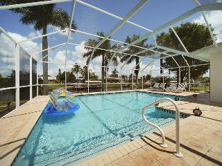Villa Madeira~3 bedroom 3 bath~Gulf access ~ Pool Table!, Cape Coral