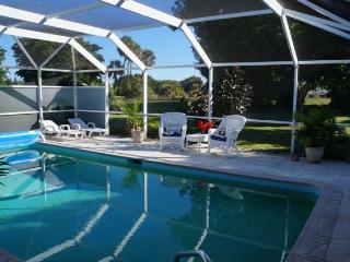 Villa Palmtree 3 bdrm~ $600 Per Week!! Vintage Florida Charm!, Cape Coral