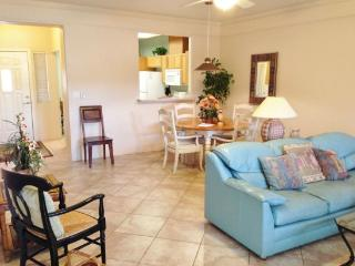Light, Bright and Stylish Condo with a Great Layout!!, Sedona