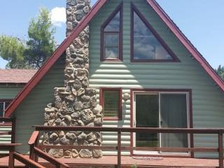 Cute, cozy, relaxed little cabin nestled in a .45 acre lot on the outskirts of town JACKS -S017, Village of Oak Creek