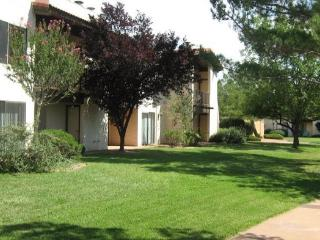 Cute Ground Floor Condo! OCE - S018, Village of Oak Creek