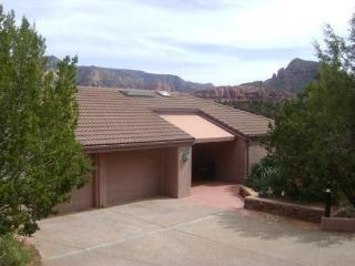 This upscale Southwest home is perfect to experience all that Sedona offers! PALISADES - S027