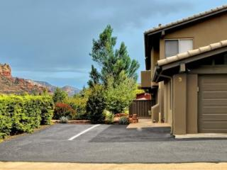 Cute Uptown Condo with stylish and modern furnishings with brand new flooring!, Sedona