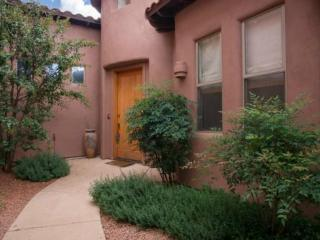 Charming 2bed/2bath townhome located in Village of Oak Creek CORTE - S004