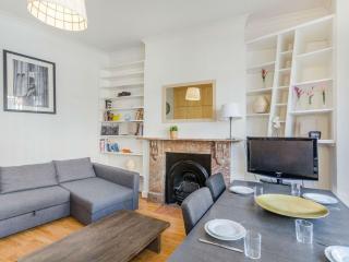 West Kensington/Earls Court apartment in Kensington & Chelsea with WiFi., London