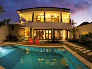 Spacious and luxury Villa Manna, Berawa Canggu