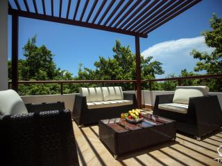Elegant Penthouse-Amazing View in Tropical Mayan Riviera, Akumal