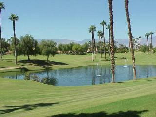 Bright Unit & Nice View! Pet Friendly-Palm Valley CC (VV092), Palm Desert
