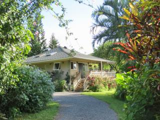 SPECIAL: $269/nt July/August Private Cottage, Pano Ocean View, K-Bed, Hot Tub