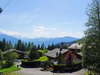 Three Story Suisse Villa Surrounded by Trees and Meadows - Villa Prairie, Villars-sur-Ollon