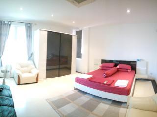 Masterbedroom / Seaview large balcony, Rawai