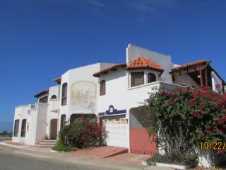 CONDO PANZA 2 BED 2 BATH W/POOL ACCESS  (sleeps 4), Ensenada