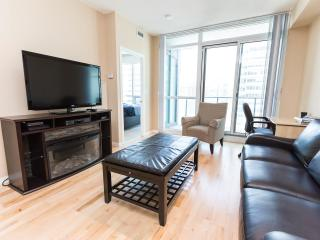 Luxurious/Corporate One Bedroom + Den Condo  ~ Map, Toronto