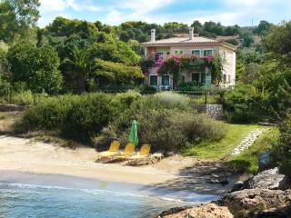 Beautiful Family Villa right on an Amazing Beach!, Porto Heli
