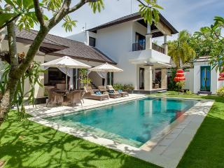 Harbor&sunset view villa Alamanda with free kayaks, Nusa Dua