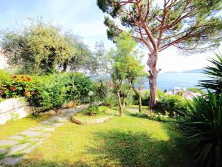 MUSA garden and pool by KlabHouse-RAPALLO, Rapallo